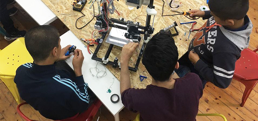 3D Printer workshop for refugee youth in Athens, Greece. Fall 2018.
