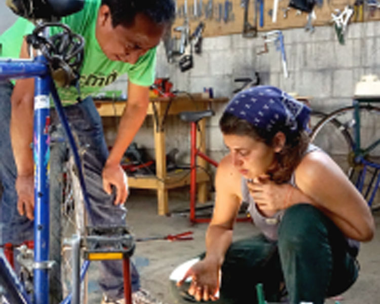 Carolos in the Bici-Tec workshop with Charlotte Fagan, International Director of Programs for Bikes Not Bombs.