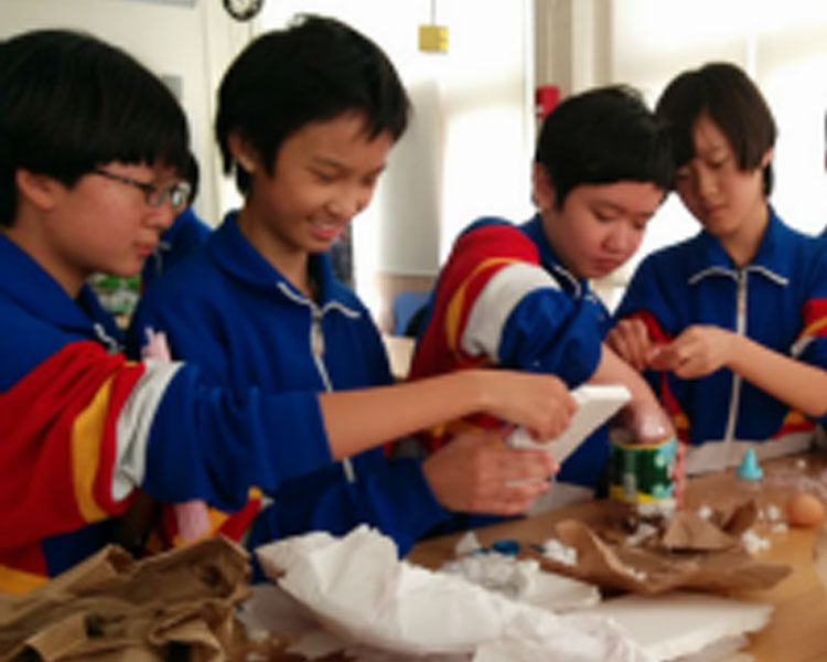 Children visiting from China take part in a hands-on workshop at D-Lab.