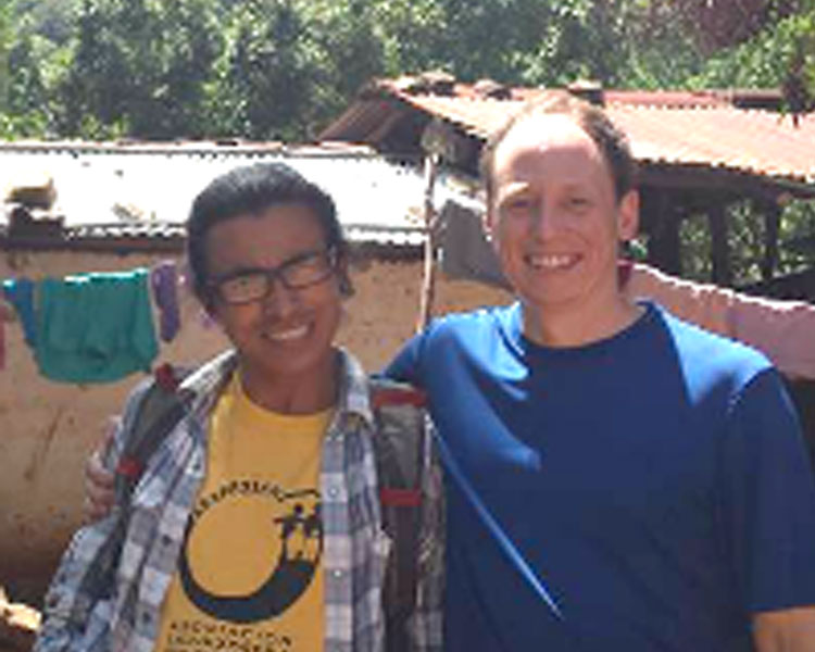 ASAPROSAR's Geovany Moreno (left) and D-Lab's Eric Verploegen (right).