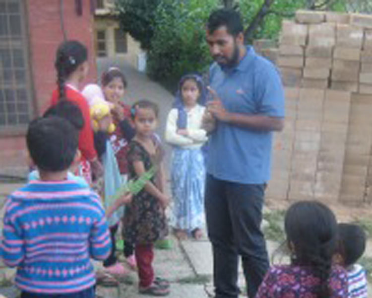 IDDS 2014 alumni Ritesh Singhania, an Avani staff member with children at Avani's main campus.