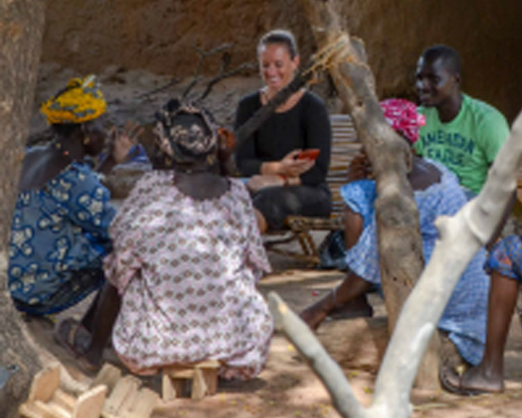 Annie O'Donnell and Abdoul Keïta conducting a focus group with women in Tiby, Mali.