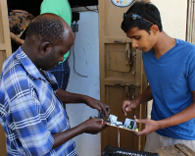 Prithvi visits a local electronics repair shop to salvage capacitors.