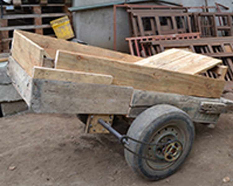 Small-scale manure spreader developed at the 2014 International Development Design Summit