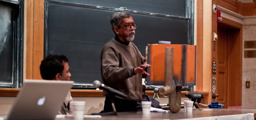 Presenter Suprio Das demonstrating his chlorine doser prototype. Photo: Nathan Cooke. Source: D-Lab Archives.